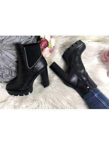 Mes bottines black à talon cranté et cloutée