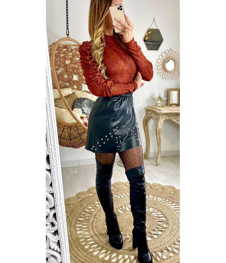 """Petite jupe noir """"style cuir et cloutée"""""""