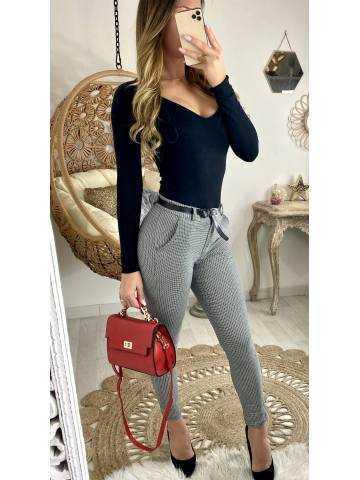 Mon pantalon gris à petits carreaux