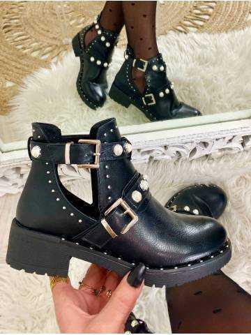 """Mes boots noires ajourées """"jolies perles"""""""