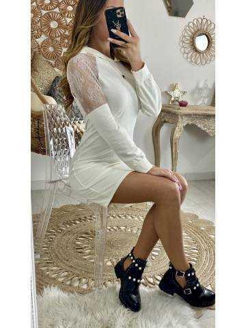 "Ma robe blanc cassé ""dentelle & capuche"""