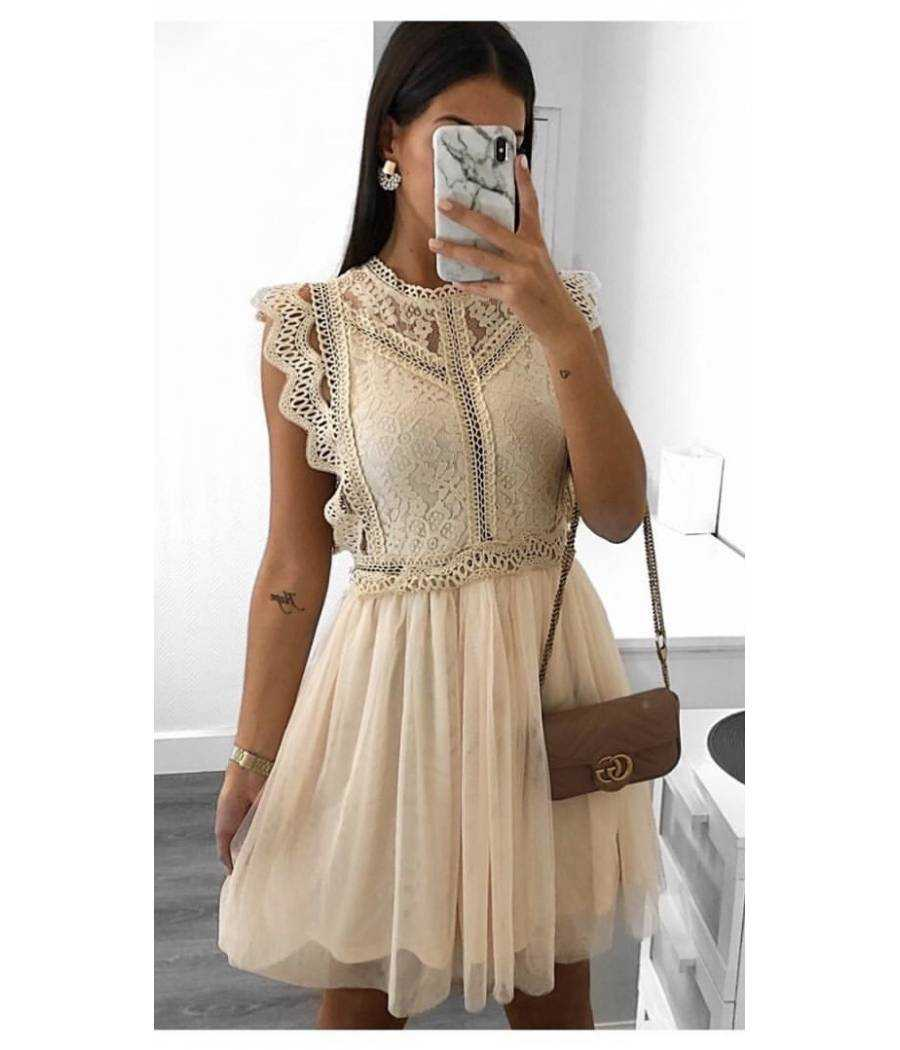 Ma superbe robe beige Broderies & Tulle