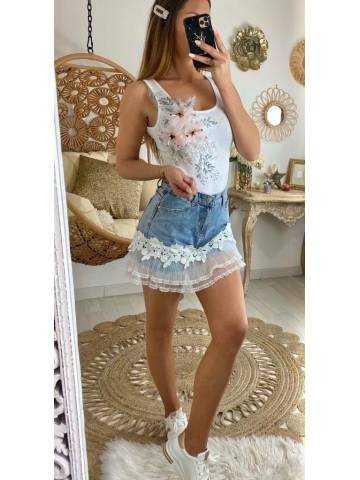 Short en jeans style jupe et dentelle blanche