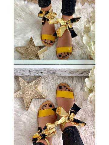 Mes jolies sandales moutarde et foulard