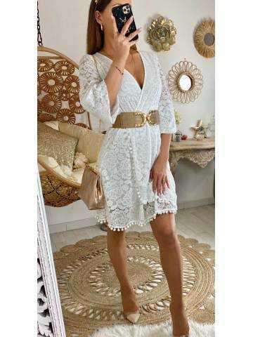 Ma superbe robe en dentelle blanche et pompons