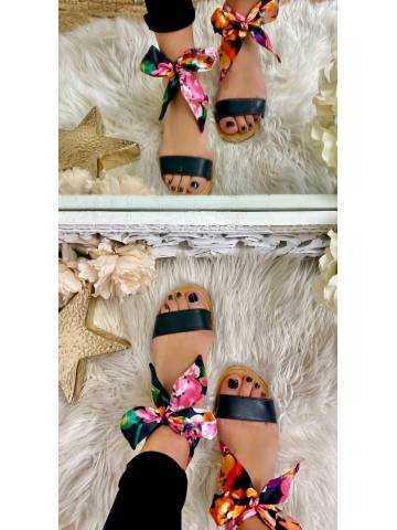 Mes jolies sandales black et foulard fleuri