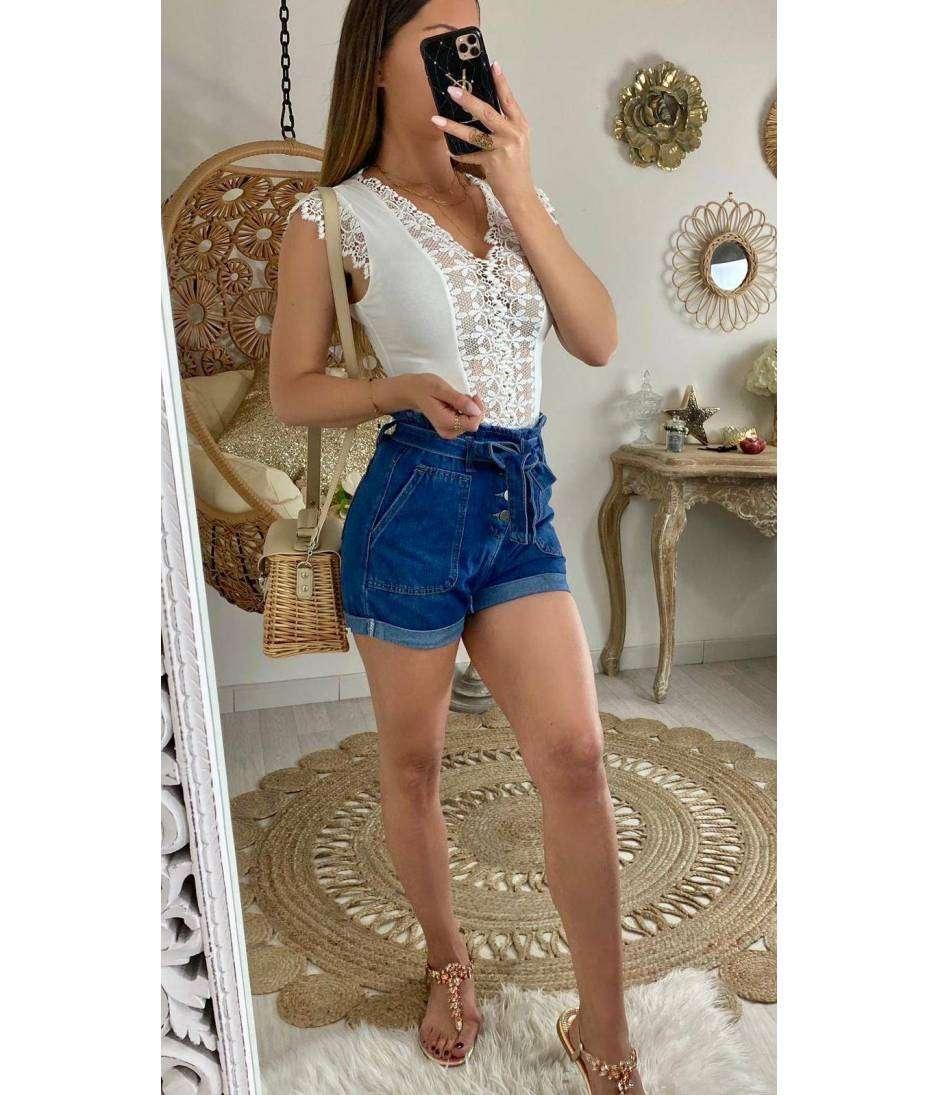 Mon short en jeans foncé taille haute et boutonné