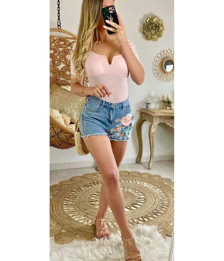 Short en jeans jolies fleurs brodées