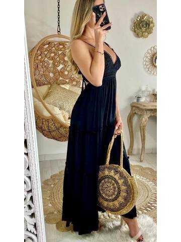 Ma robe longue noire et buste brodé