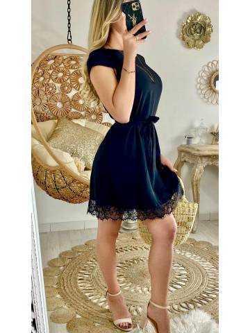 Ma petite robe noire et bas dentelle