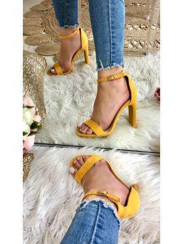 Mes sandales à talons moutarde