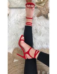 """Mes sandales à talons rouge """"jolies lanières"""""""