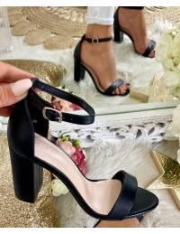 Mes sandales à talons black style cuir