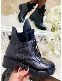 """Mes boots noires ajourées style croco  """"socks"""""""