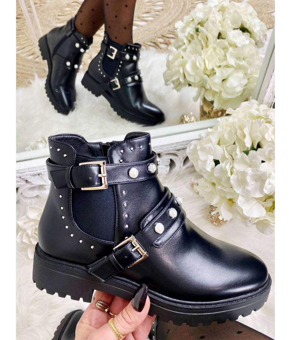 """Mes boots noires style cuir  """"boucles et perles"""""""