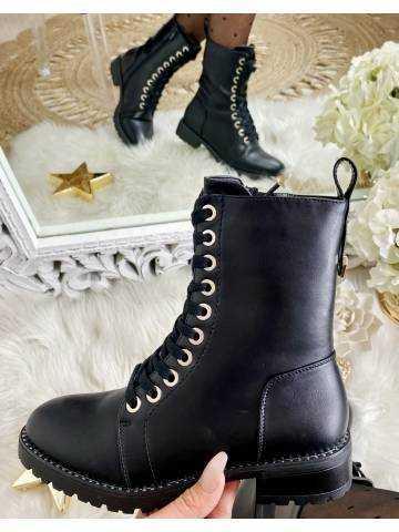 Mes jolies bottines noires à lacet