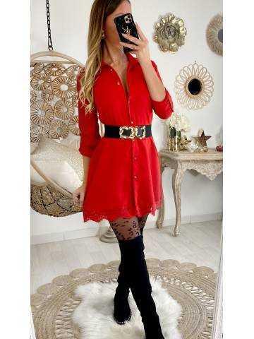 Ma petite robe rouge boutonnée et dentelle