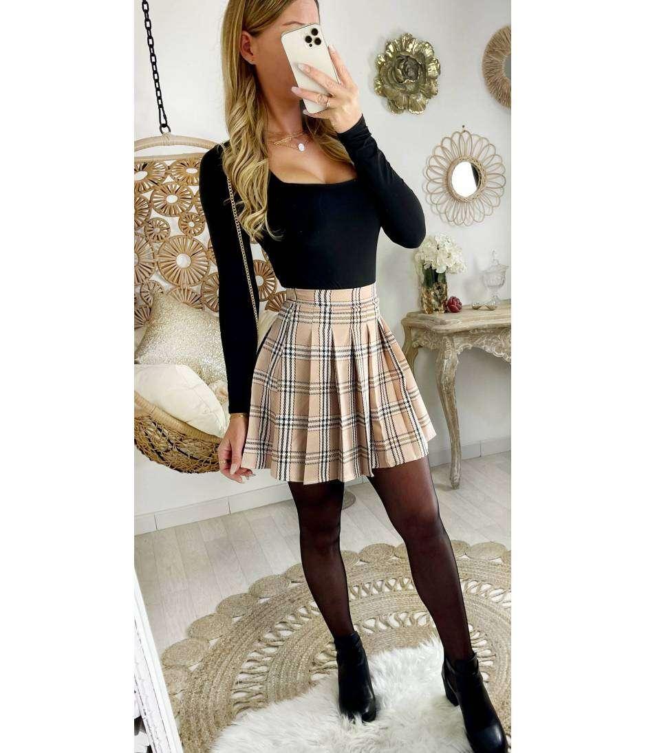 Ma jolie jupe beige carreaux plissée