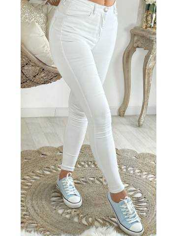 """Mon jeans blanc taille moyenne """"push up"""""""