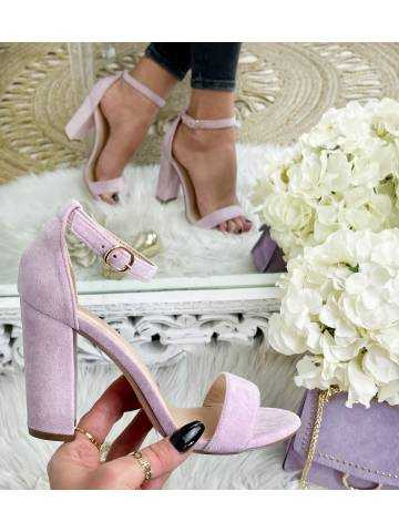 Mes sandales à talons lila style daim