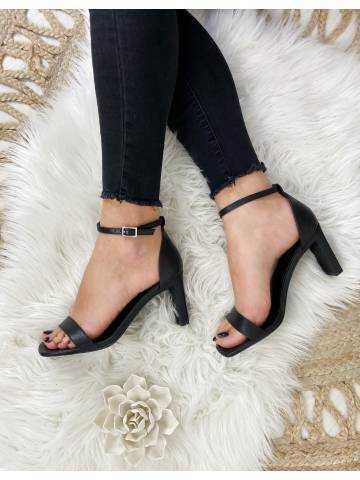 Mes jolies sandales black talons carrés