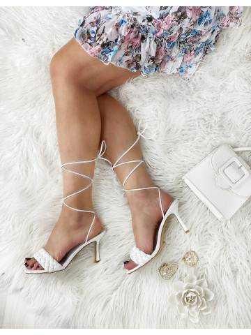 Mes sandales blanches style cuir lanières et tresses