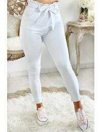 Mon jeans blanc taille haute ceinturé