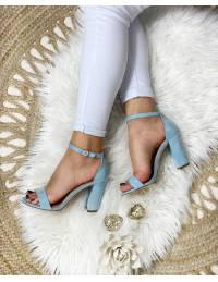 Mes sandales à talons bleu ciel style daim