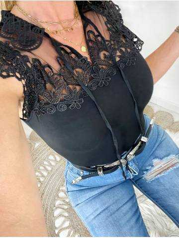 Mon top noir joli buste brodé et lien à nouer