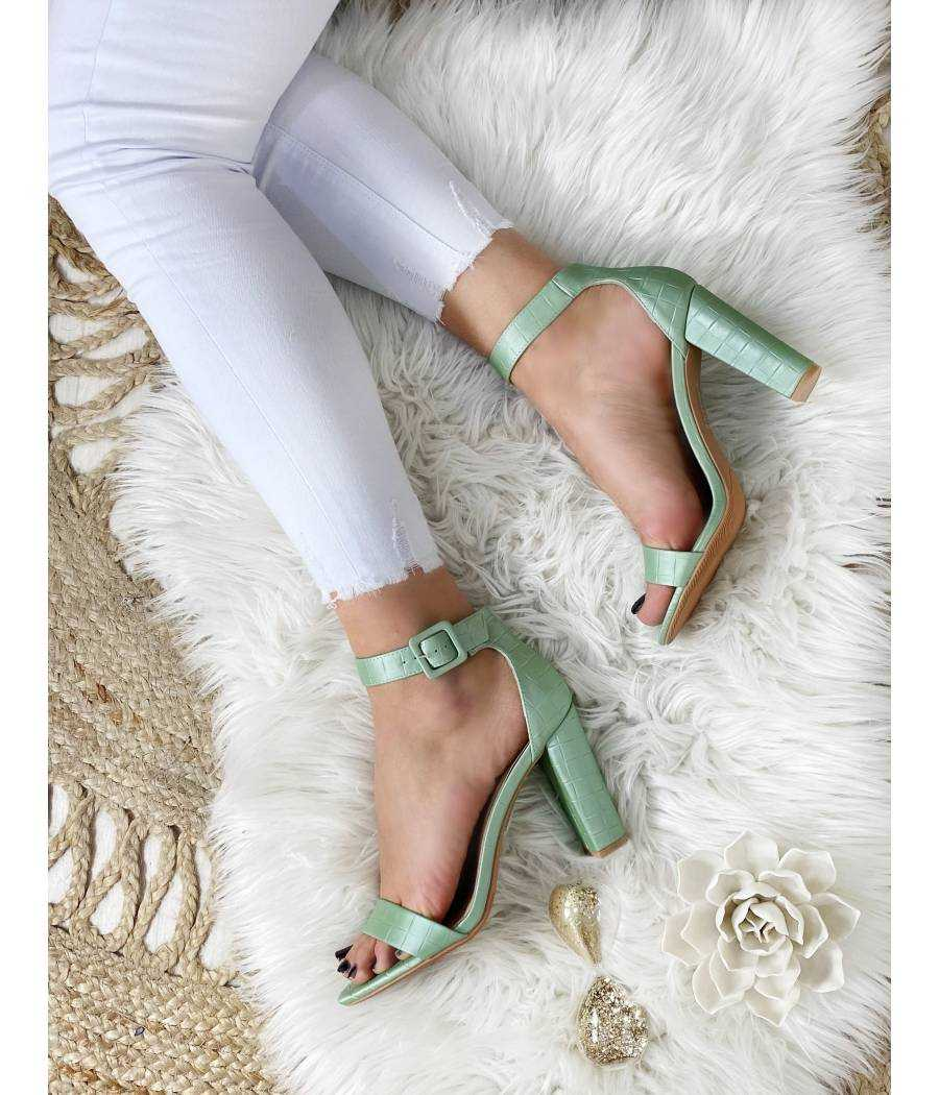 Mes sandales à talons vert d'eau effet croco