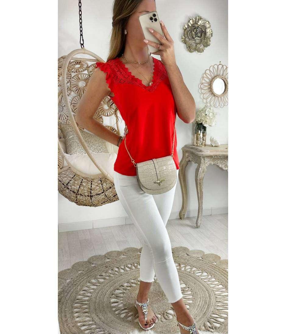 Ma blouse rouge vif et buste dentelle