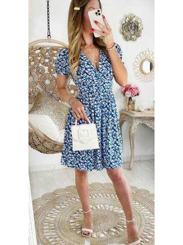 Ma jolie robe bleue et petites fleurs blanches