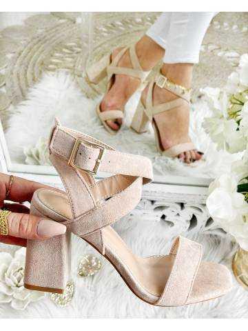 Mes sandales à talons beige style daim et lanières
