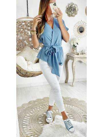 Ma blouse bleue ciel drapée et sa ceinture à nouer